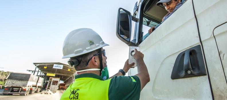 Estatal monitora 2,5 mil caminhões nos Portos do Paraná